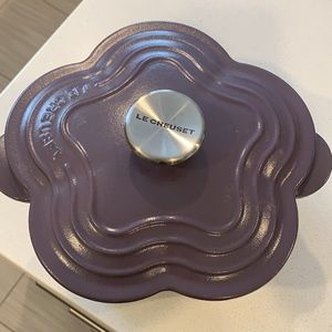 Brand new Cookware The Le Creuset cast iron flower